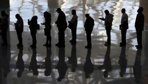 Kolejka ludzi w Los Angeles, USA. Autor: Partick Fallon, Kategoria: Zmieniający się świat 2012