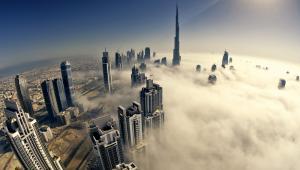Widok na Dubaj. W centrum najwyższy budynek świata Burj Khalifa. Fot. Naufal MQ / Shutterstock.com