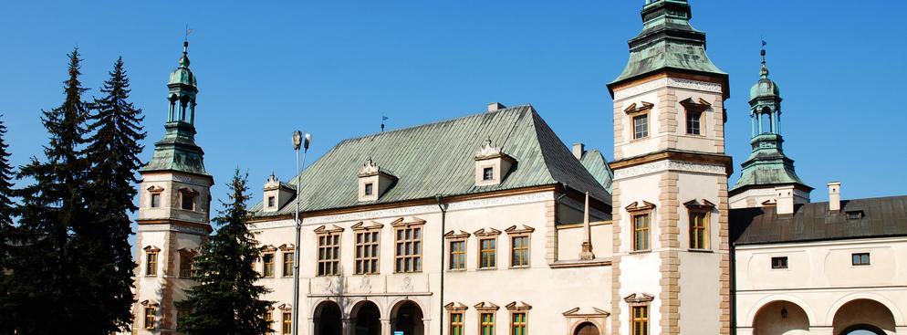 Prezydentem Kielc został już w I turze, ubiegający się o trzecią kadencję, Wojciech Lubawski (Porozumienie Samorządowe), zdobywając 58,66 proc. głosów - wynika z danych Państwowej Komisji Wyborczej. Na zdj. Pałac Biskupów w Kielcach, fot. Shutterstock.