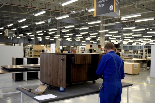 Nowa Fabryka Mebli Biurowych należąca do grupy Nowy Styl w Jaśle (dd/mr) PAP/Darek Delmanowicz
