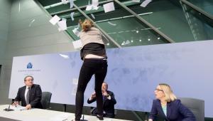 Atak aktywistki Femenu na Mario Draghiego EPA/BORIS ROESSLER Dostawca: PAP/EPA.
