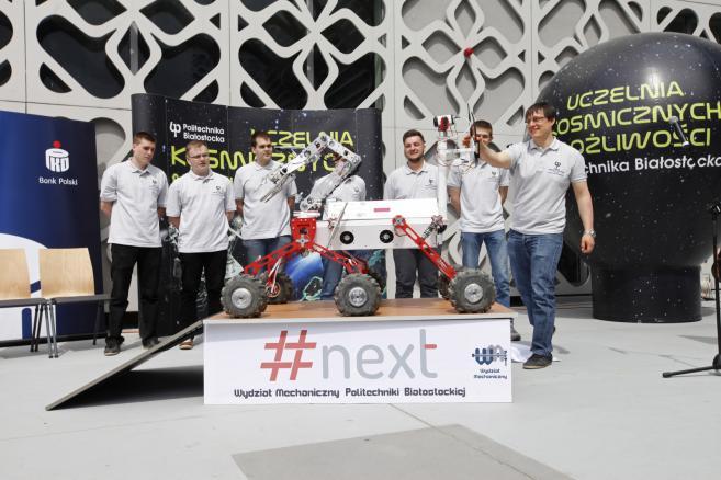 Łazik marsjański #next został zaprezentowany przez studentów z Koła Naukowego Robotyków Wydziału Mechanicznego Politechniki Białostockiej (ukit) PAP/Artur Reszko