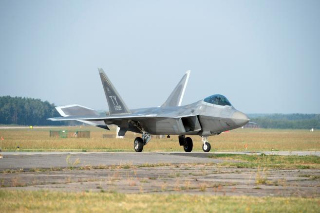 Amerykański samolot myśliwski F-22 Raptor (ukit) PAP/Grzegorz Michałowski