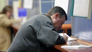 Za decyzję wydaną z rażącym naruszeniem prawa urzędnik zapłaci nawet 12-krotność swojej pensji