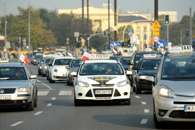 Protest taksówkarzy w Warszawie. Taksówkarze na pl. Bankowym (cat) PAP/Jacek Turczyk