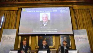 Ogłoszenie nazwiska laureata Nagrody Nobla z ekonomii EPA/MAJA SUSLIN SWEDEN OUT Dostawca: PAP/EPA.