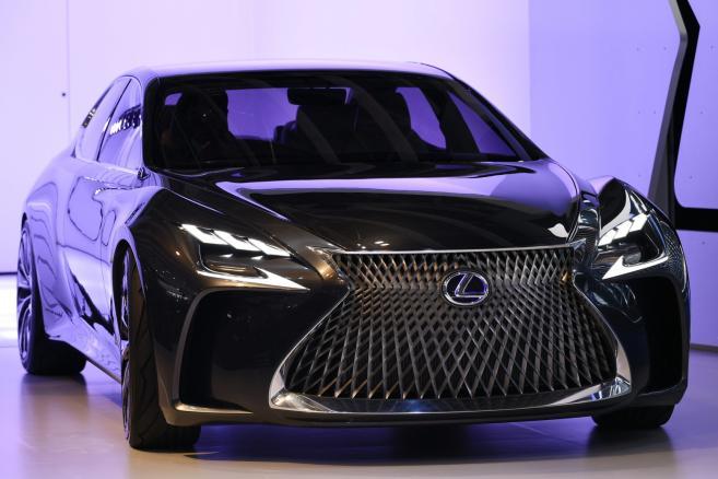 Tokyo Motor Show 2015 - Lexus LF-FC  EPA/FRANCK ROBICHON