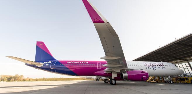 Samolot A321 linii Wizz Air przed startem