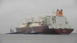 Metanowiec Al Nuaman z katarskim LNG wpływa do basenu portowego terminalu LNG w Świnoujściu