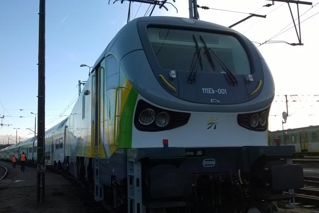 Pociąg piętrowy dla Kolei Mazowieckicj: lokomotywa Gama i wagony piętrowe