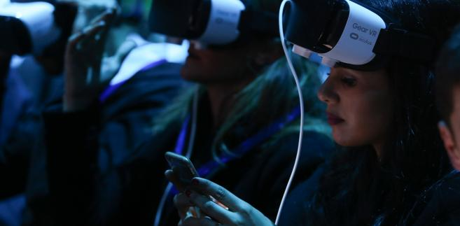 Okulary do wirtualnej rzeczywistości Gear VR podczas prezentacji nowych modeli samrtfonów od Samsunga, Mobile World Congress, Barcelona 21.02.2015