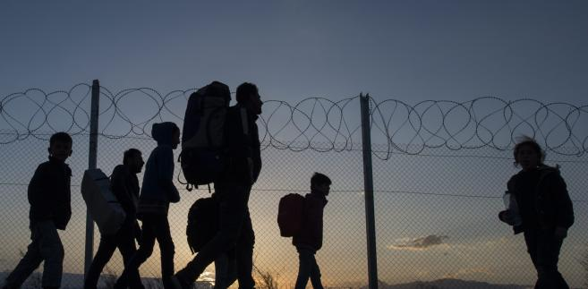 Według władz w Atenach w kraju utknęło ponad 25 tys. migrantów chcących kontynuować podróż na północ, a w ciągu marca liczba ta może wzrosnąć do 70 tys.
