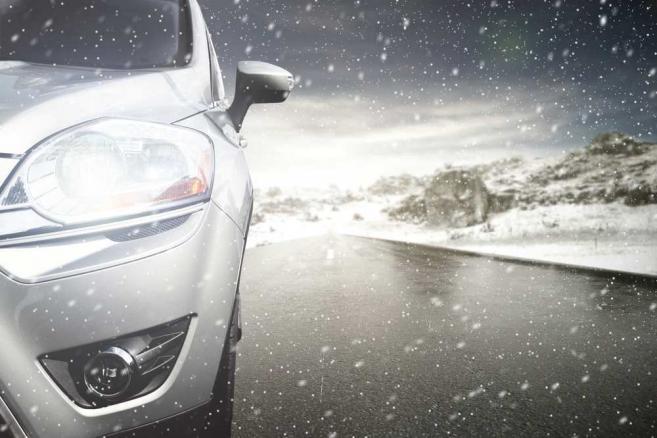 Samochód, zima, poślizg