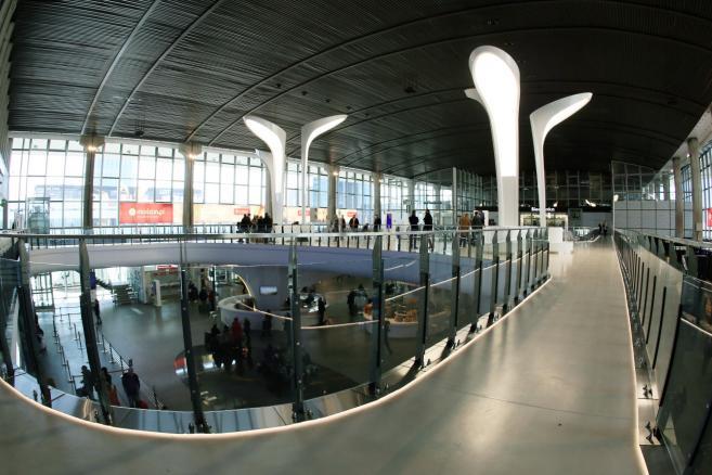 Antresola w hali głównej dworca Warszawa Centralna (zuz) PAP/Tomasz Gzell
