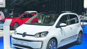 Volkswagen e-Up! Cena: 113 190 zł Zasięg: ok. 150 km Przyspieszenie 0–100 km/h: 12,4 s Prędkość maksymalna: 130 km/h materiały prasowe (5)