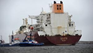 Pierwszy statek z komercyjnymi dostawami skroplonego gazu ziemnego wpłynął do terminala LNG w Świnoujściu.