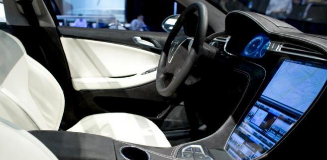Wnętrze elektrycznego samochodu firmy Tesla Motors Inc., napędzanego na baterię. Fot. Bloomberg