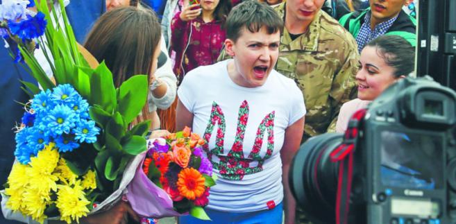 Nadija Sawczenko ukraińska parlamentarzystka. W maju 2016 r. opuściła rosyjskie więzienie po dwóch latach niewoli, wymieniona na dwóch rosyjskich żołnierzy wywiadu GRU Gleb Garanich/Reuters/Forum