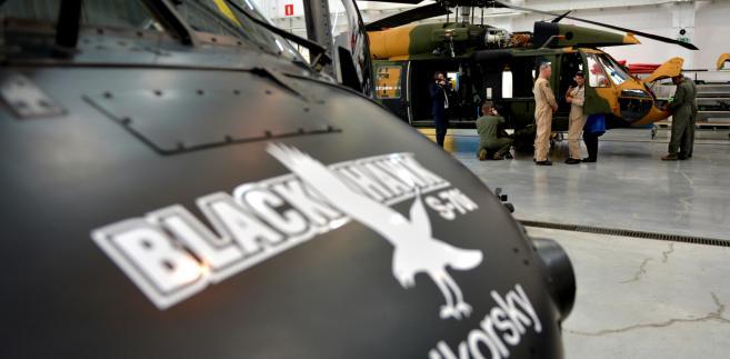 Śmigłowiec Black Hawk w Polskich Zakładach Lotniczych w Mielcu - (mr) PAP/Darek Delmanowicz