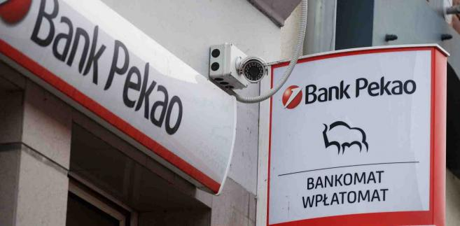 Oddział banku Pekao SA w Gdańsku, 8 bm. PZU i Polski Fundusz Rozwoju zgadzają się kupić 32,8 proc. akcji Pekao za 10,6 mld zł, w tym PZU zapłaci 6,46 mld zł - poinformował PZU 8 bm. rano w komunikacie. Dodano, że kupujący zapłacą za akcje banku po 123 zł. (mr) PAP/Adam Warżawa