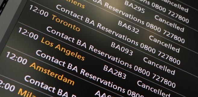 Tablica lotów na lotnisku Heathrow w Londynie