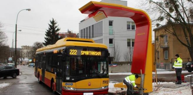 Ładowanie autobusu elektrycznego
