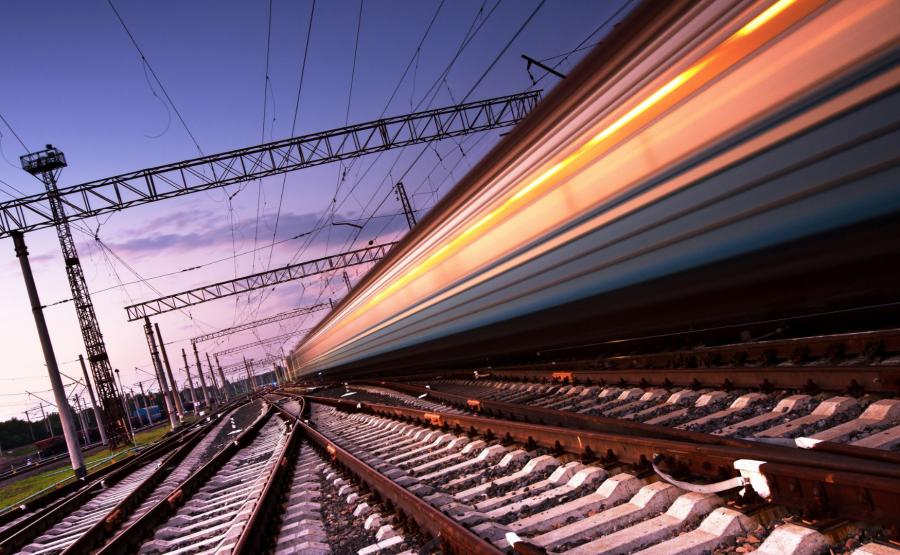 Szybki pociąg na torach