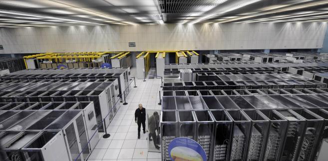 Centrum komuterowe w Europejskim Ośrodku Badań Jądrowych CERN w pobliżu Genewy.