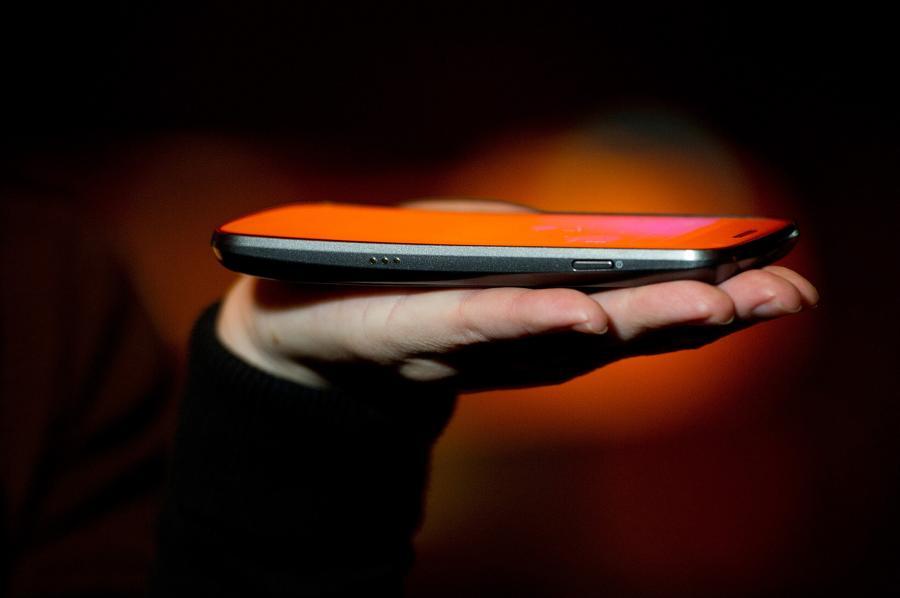"Smartfon na dłoni, Las Vegas, USA. Autor: David Paul Morris, Kategoria: ""Globalne technologie 2012"""