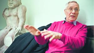 Leon Podkaminer polski ekonomista, od 20 lat pracuje w Wiedeńskim Instytucie Międzynarodowych Porównań Gospodarczych (WIIW). Specjalizuje się w krytycznych analizach polityki makroekonomicznej Unii Europejskiej. Doradzał kilku europejskim rządom i instytucjom. Przed wyjazdem do Austrii związany z OPZZ