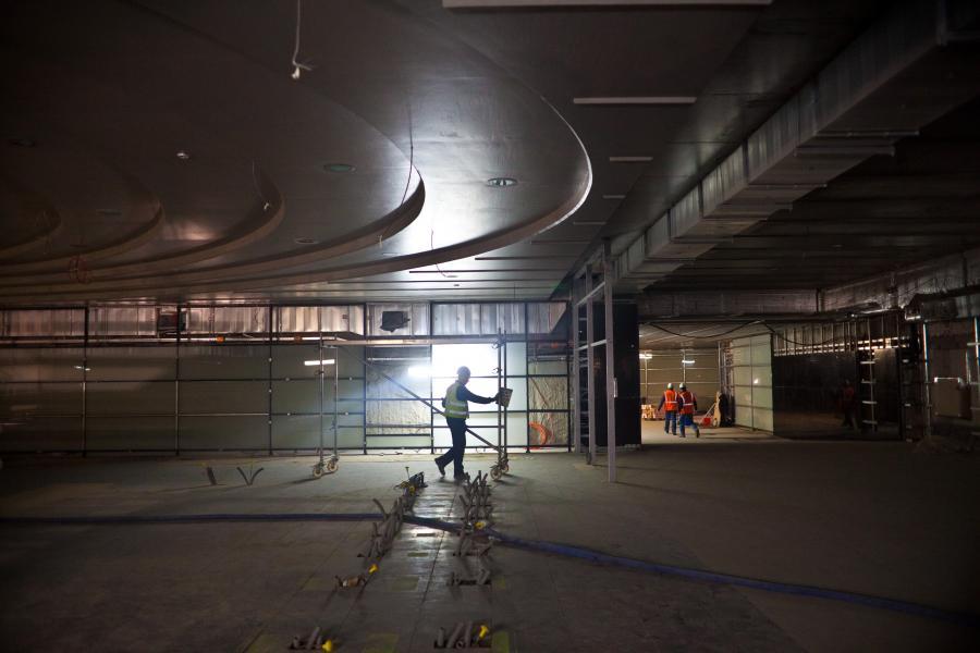 Przejście podziemne przy stacji metra Rondo ONZ. Budowa centralnego odcinka II linii metra w Warszawie, 25.04.2014