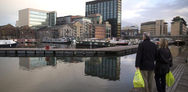 Widok na europejską siedzibę Google'a przy Grand Canal Dock w Dublinie, Irlandia. 15 marca 2013