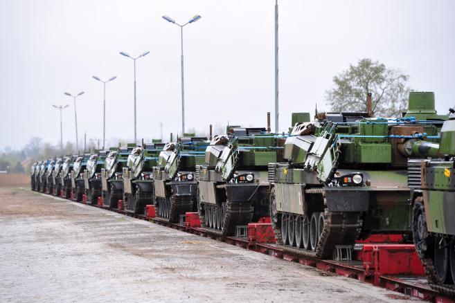 Przyjazd francuskich czołgów Lecler na poligon w Drawsku Pomorskim (mr) PAP/Marcin Bielecki