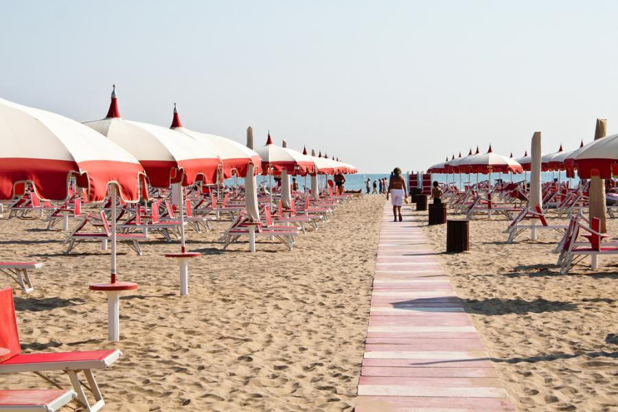 Plaża w Rimini, Włochy. źródło: flickr.com, fot.: *clairity*, licencja: CC Attribution 2.0 Generic.