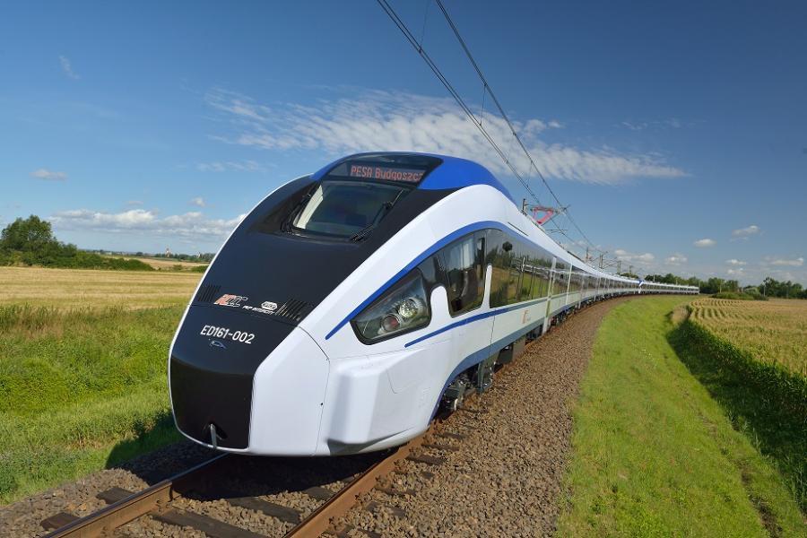 Pociąg Dart. 20 takich składów zamówiło w Pesie PKP Intercity. Odebranych jest na razie pięć