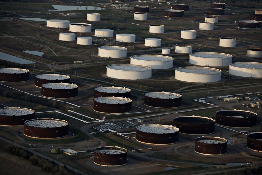 Zbiorniki na ropę naftową w Cushing, Oklahoma, USA. 24.03.2015