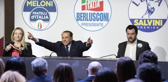 Konferencja prasowa bloku centroprawicowego. Od lewej: Giorgia Meloni, liderka prawicowego ugrupowania Bracia Włosi, Silvio Brelusconi, lider Forza Italia oraz Matteo Salvini, przywódca eurosceptycznej Ligi Północnej. Rzym, 1.03.2018