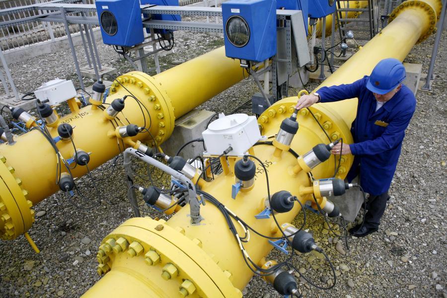 Nowy kontrakt gazowy z Rosją ma obowiązywać do roku 2022, a nie 2037, jak przewidywała poprzednia wersja umowy. Do tego nasi wschodni partnerzy zgodzili się na zniesienie klauzuli zakazu reeksportu tego surowca przez Polskę