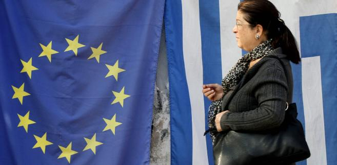 Flagi Grecji i Unii Europejskiej, fot. Kostas Tsironis/Bloomberg
