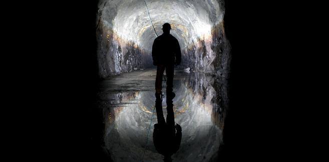 Pracownik Sam Danner podczas inspekcji jednego z tuneli kanalizacyjnych w Kalifornii w Stanach Zjednoczonych