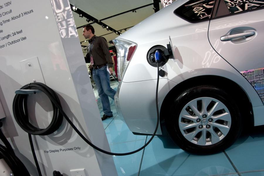 Hybrydowa Toyota Prius zasilana prądem