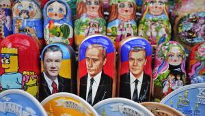 Martioszki z wizerunkami Władimira Putina, Dymitrija Miedwiediewa i Wiktora Janukowycza, Kijów, Ukraina.