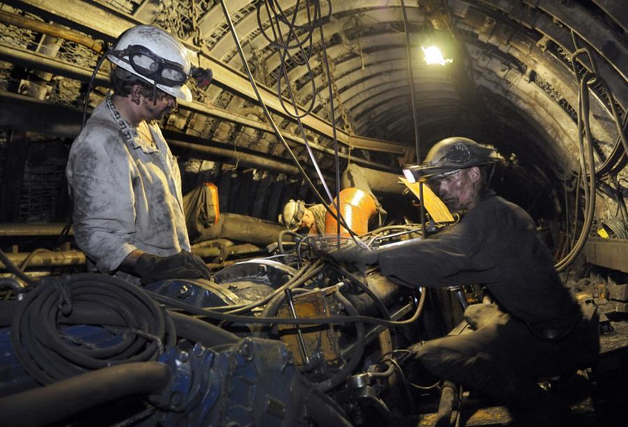 Górnicy w kopalni. Fot. Bloomberg